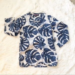 Vineyard Vines top with clam shell and palm print
